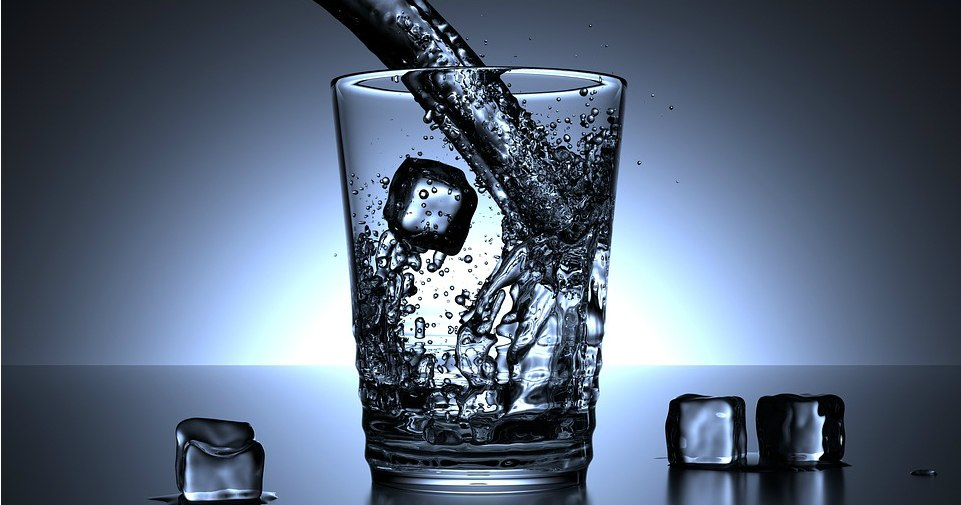 Drinking Water On An Empty Stomach Can Help You Treat These 20 Conditions
