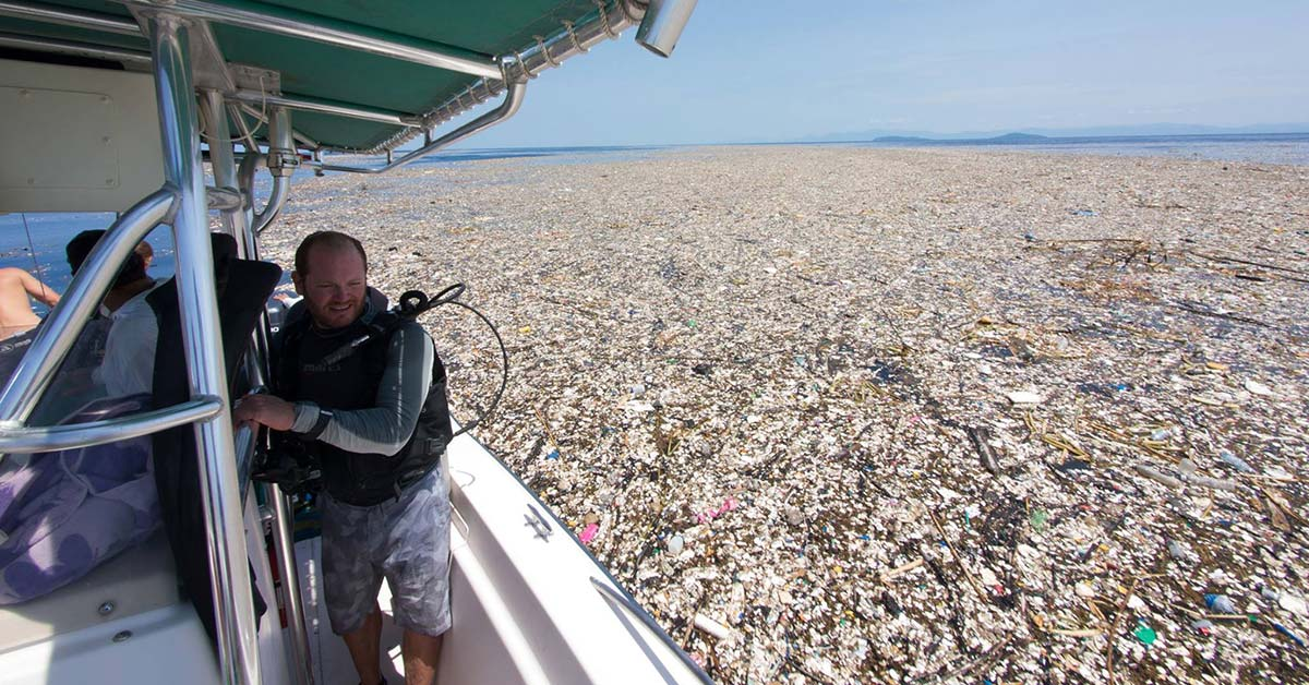 Heartbreaking-Photos-of-Plastic-Suffocating-Our-Oceans 1